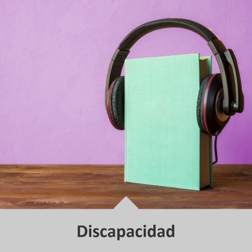 Un libro verde que está en posición vertical tiene audífonos negros con rojo puestos encima de él. Temática: Discapacidad